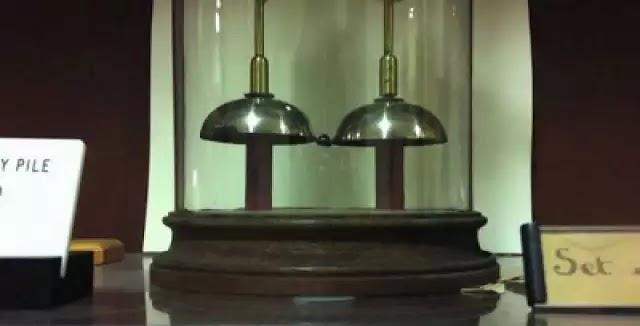Αυτή η μπαταρία δουλεύει αδιάλειπτα για 176 χρόνια και κανείς δεν ξέρει πώς!