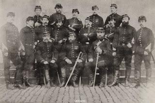 Gereorganiseerd brandweerkorps van Brugge 1881 met in het midden kapitein Vincent Cocquyt.