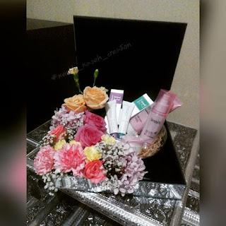 Gubahan hantaran fresh flower pink kuning {barang make-up}