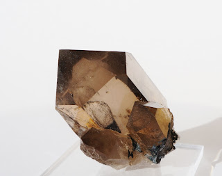 photo montrant le sommet d'un quartz ainsi que la qualité du cristal. Un minéral parfait du Mont-Blanc trouvé par un cristallier de Chamonix.