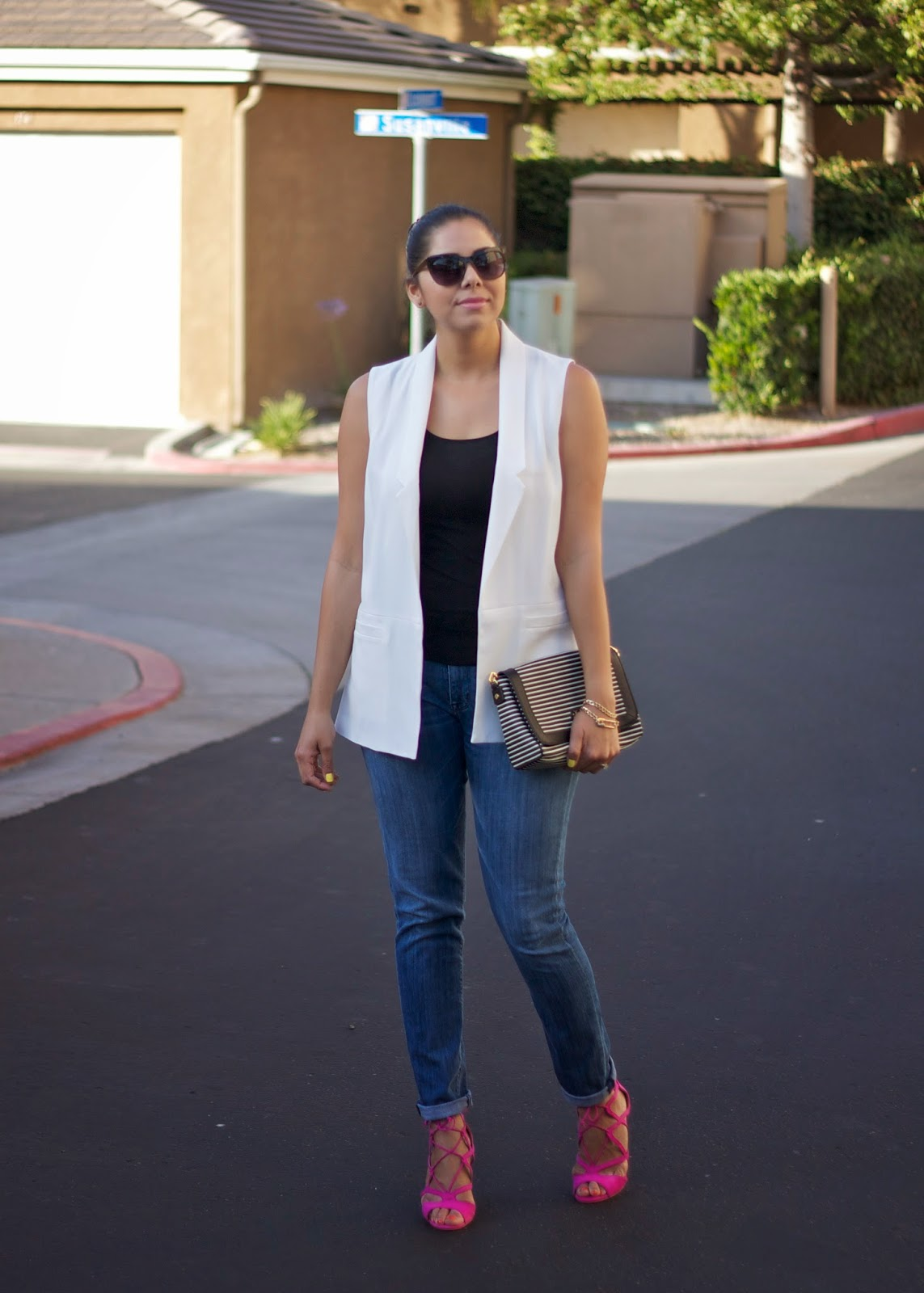 lil bits of chic outfit, jeans and hot pink sandals, white vest with jeans, hudson gia jeans