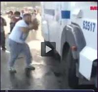 Homem vs Canhão de água durante os protestos na Turquia