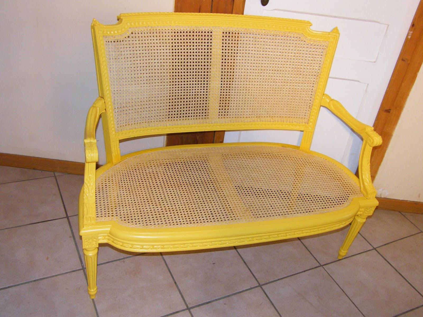 normandie cannage banquette louis xvi peinte en jaune proven al cann e. Black Bedroom Furniture Sets. Home Design Ideas