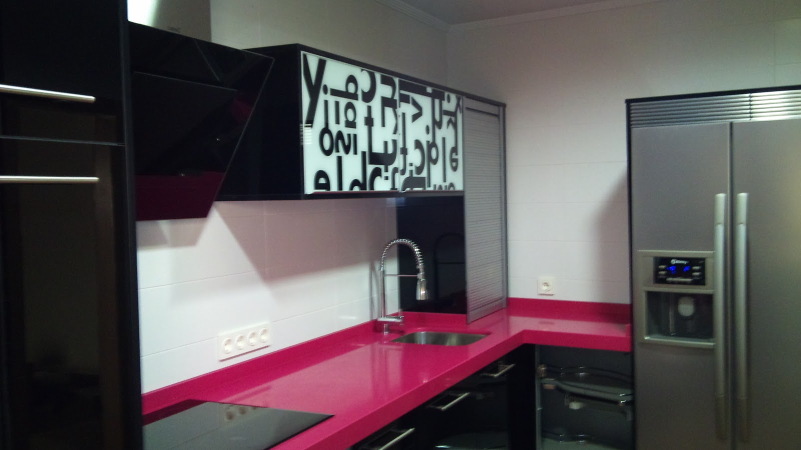 Montajes pacheco dominguez dmp dise o canteado cocinas modernas - Cocinas rosa fucsia ...