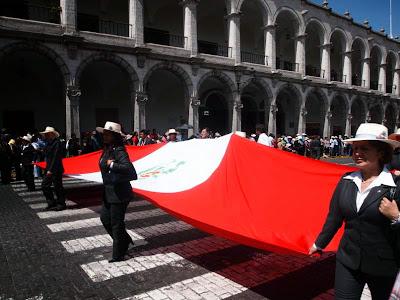 Desfile patriótico en Arequipa