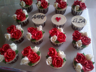 Enggagement cupcakes