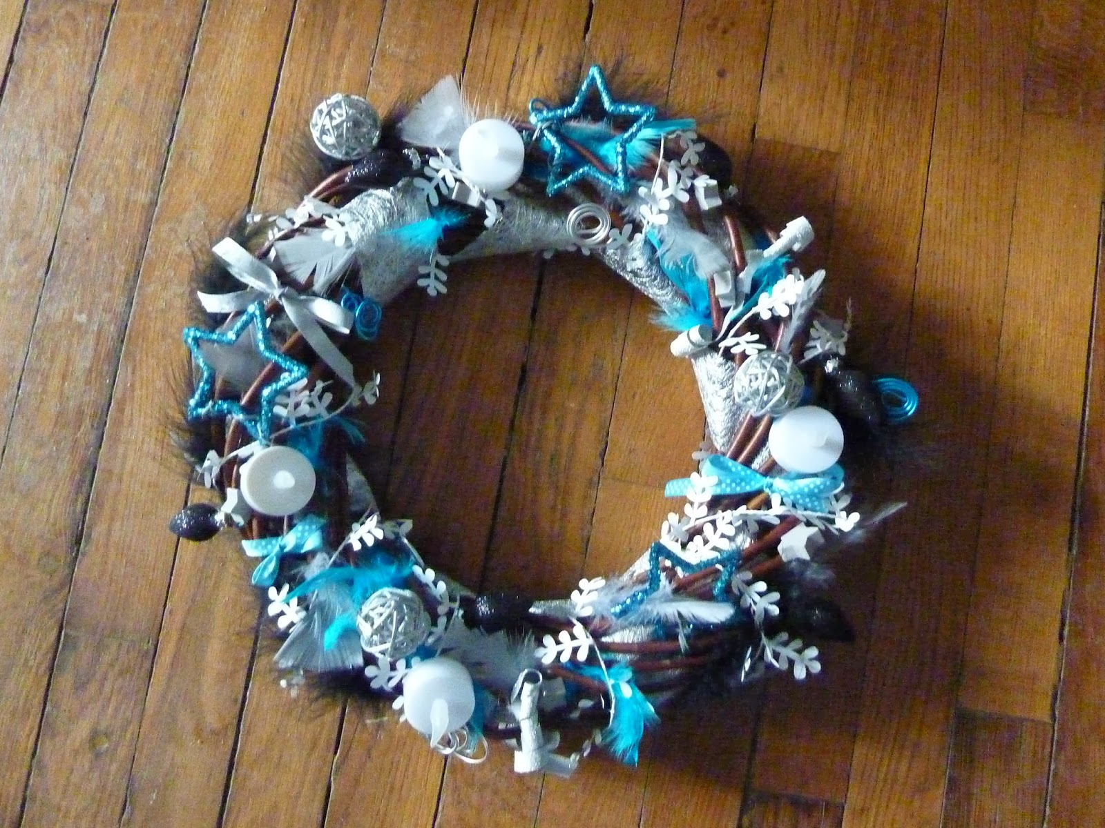 Anelore scrap cie couronne de no l pour centre de table - Decoration couronne de noel ...