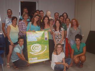 el grupo posa con el cartel del Dïa del DCA 2012