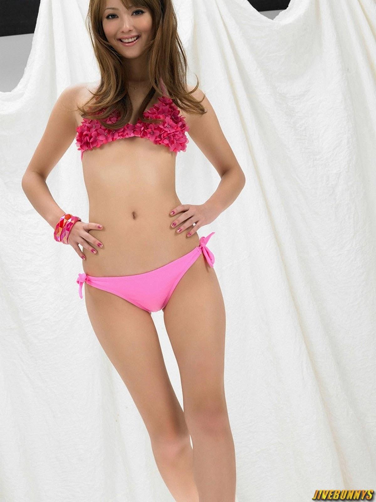 Фото молоденькая девочка одна дома демонстрирует розовые трусики 6 фотография