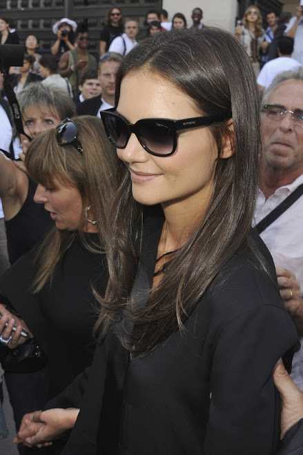 Fashion - Stylish in Simple Black, Katie Holmes