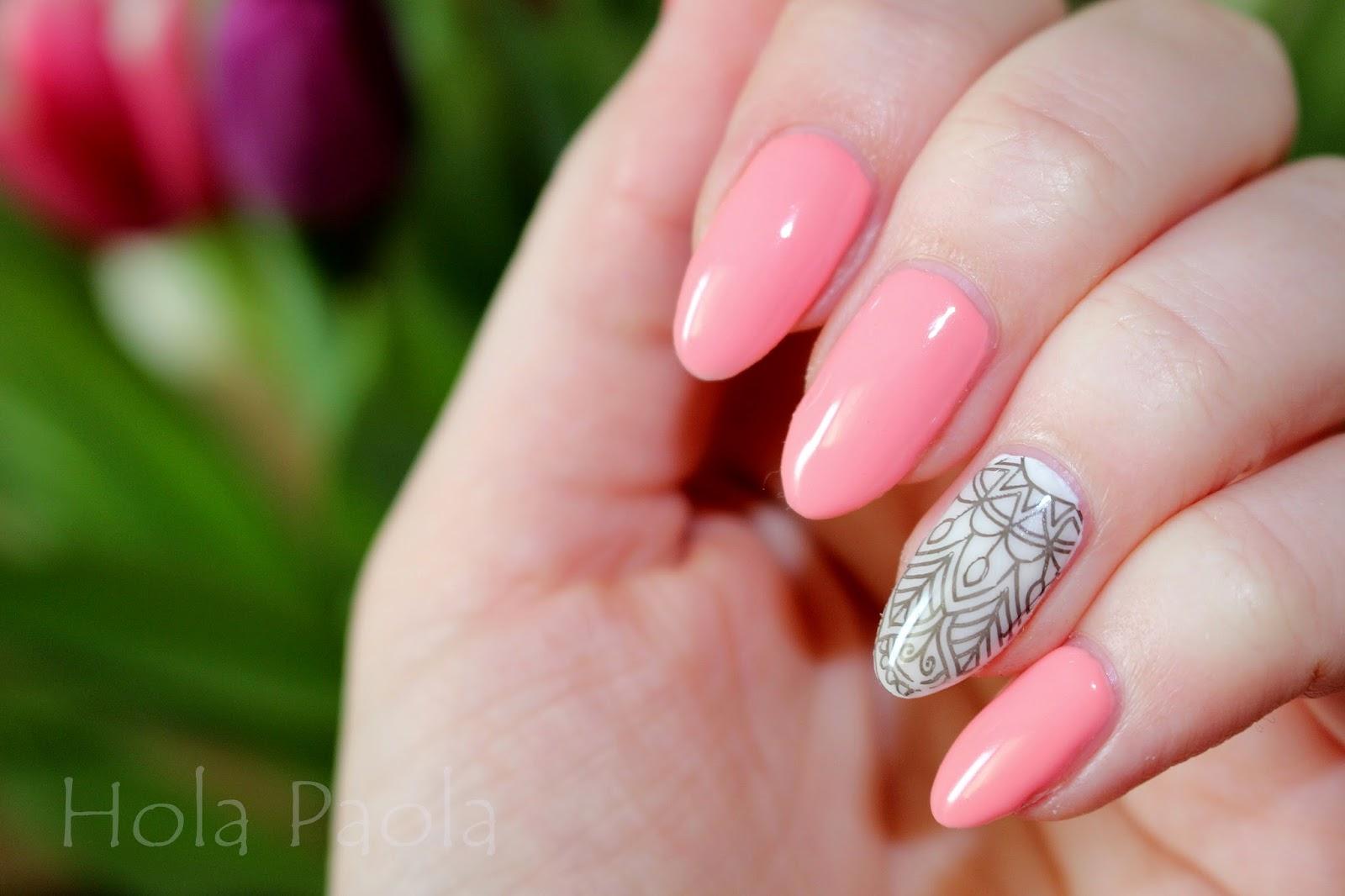 Delikatny, kobiecy manicure hybrydy Semilac