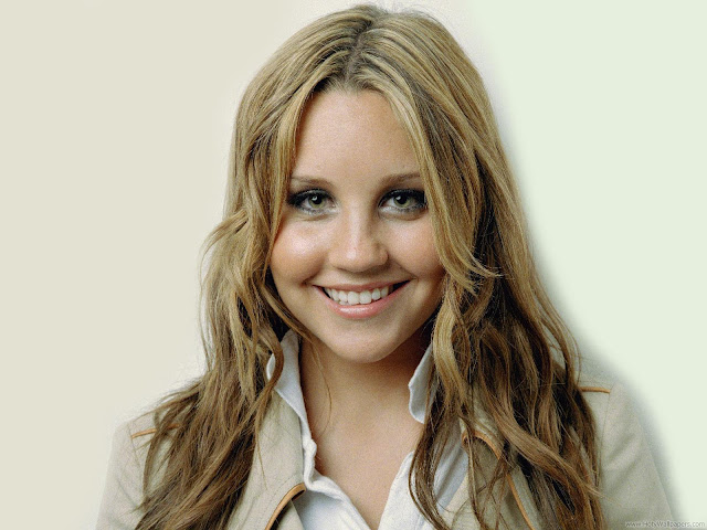 Amanda Bynes Hollywood American Actress Wallpaper-1600x1200-05