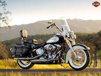 Gambar motor 2013 Harley-Davidson FLSTC Heritage Softail Classic - 1