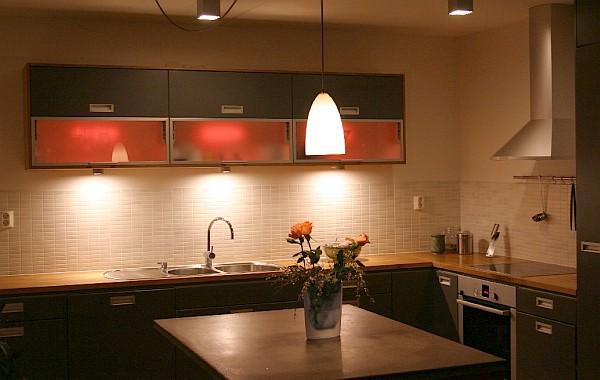 15 ideas de iluminaci n para la cocina perfecta cocina y - Iluminacion muebles cocina ...