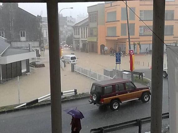 video gambar banjir di kajang 2 disember 2012