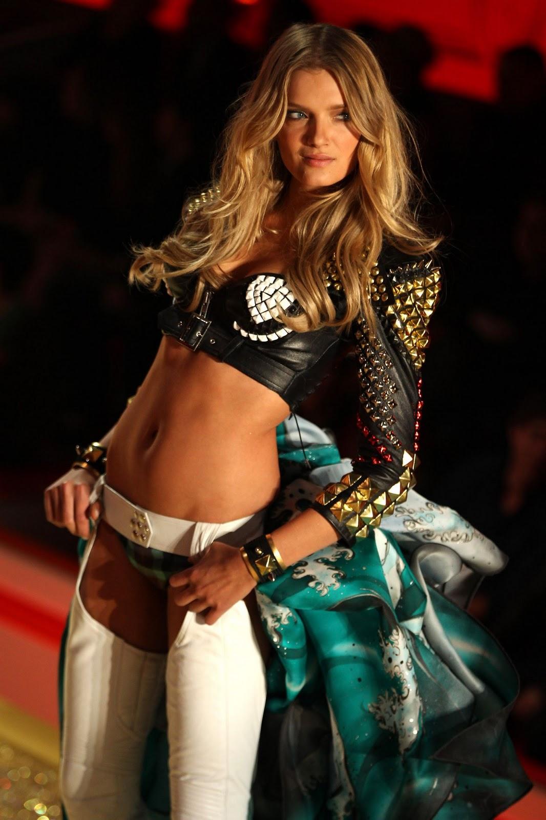 http://4.bp.blogspot.com/-JnlU328cIE4/TVTNpNsC0BI/AAAAAAAAG8w/hUPj9giOe8o/s1600/Lily+Donaldson+%2528Victoria%2527s+Secret+Fashion+Show+201011%2529+HQ+%25282%2529.jpg