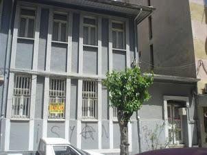 Manisa Çarşıda Mustakil Ev