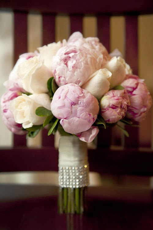 Hoa cưới mẫu đơn cho cô dâu lãng mạn