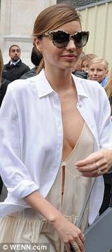 Miranda Kerr lộ hàng quyễn rũ chết người