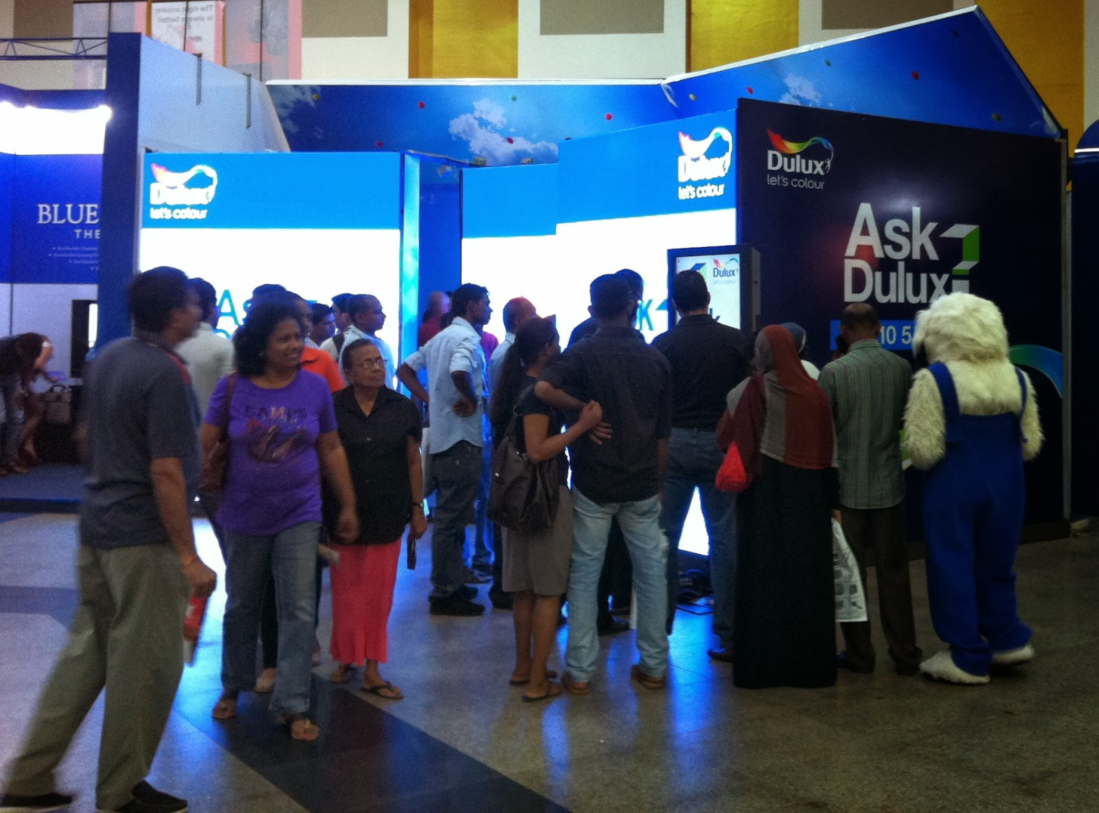 Visitors view video messages on Dulux's LED wall at The Architect 2014.