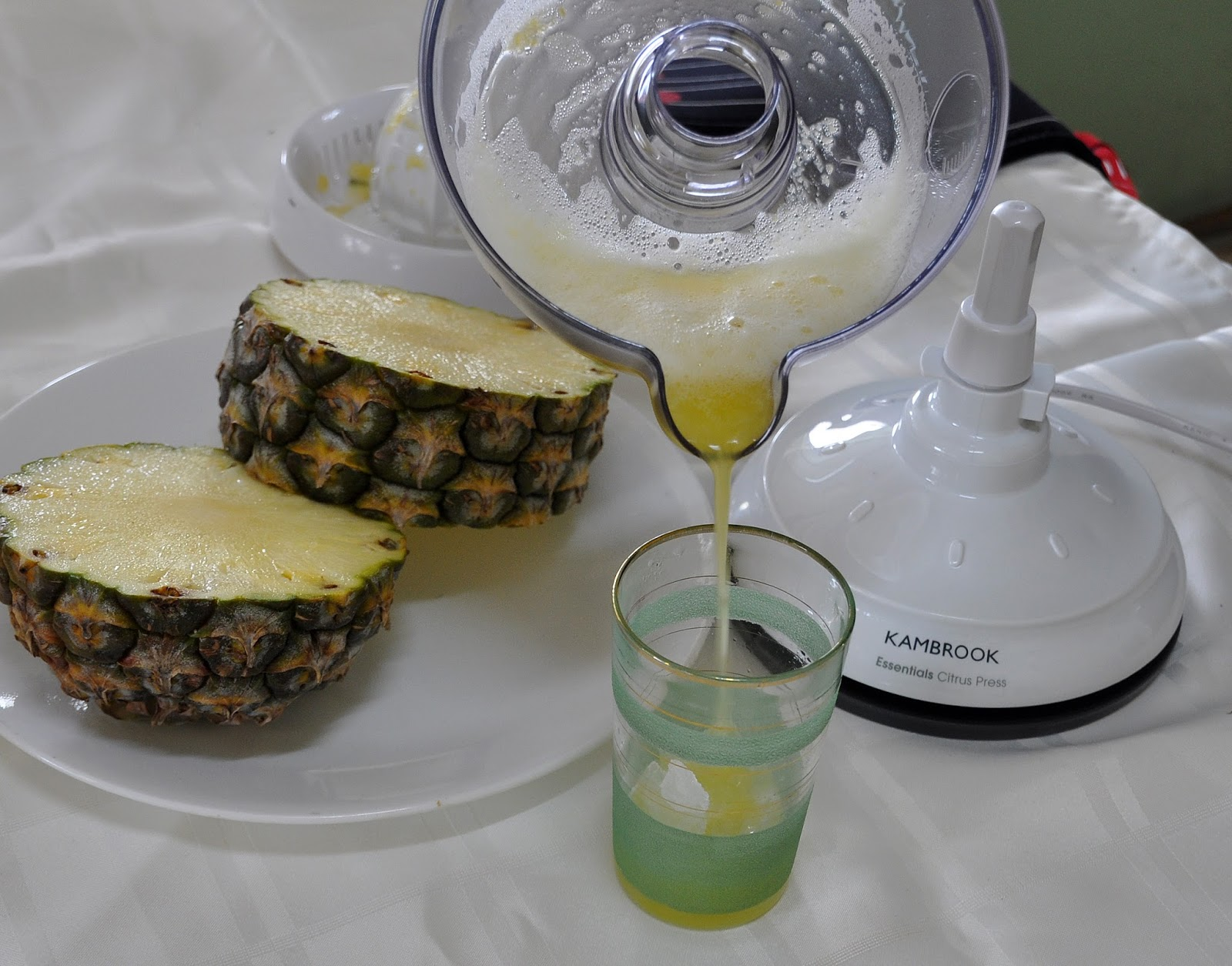 how to clean a pineapple