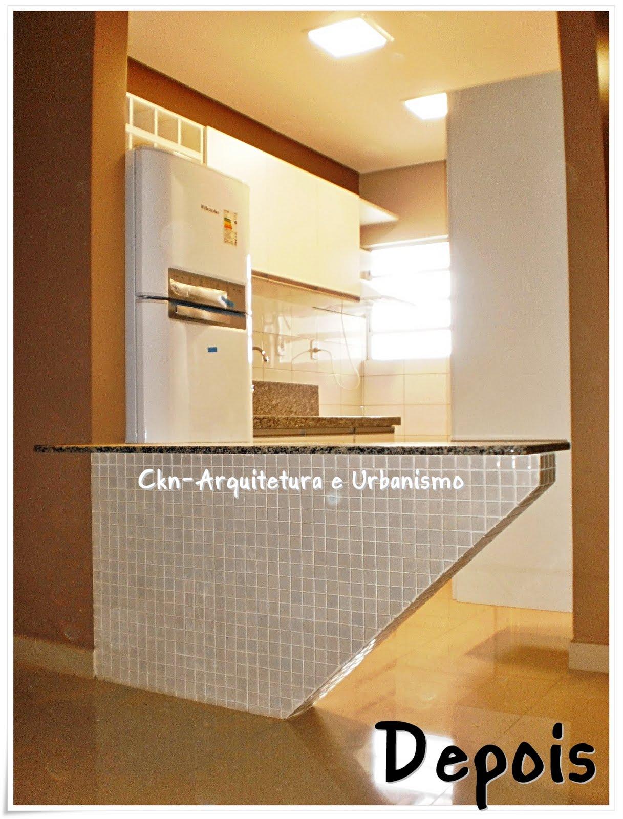 escolhidas em tons de marron e os armários em branco deram destaque #6E401F 1217 1600