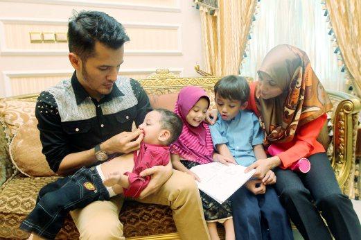 Datuk Aliff Shukri Bersama Isteri dan Anak-anak