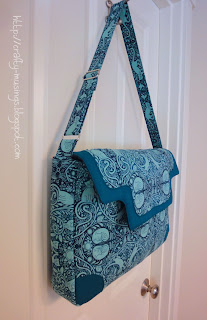 Lilium Laptop Bag-- side view