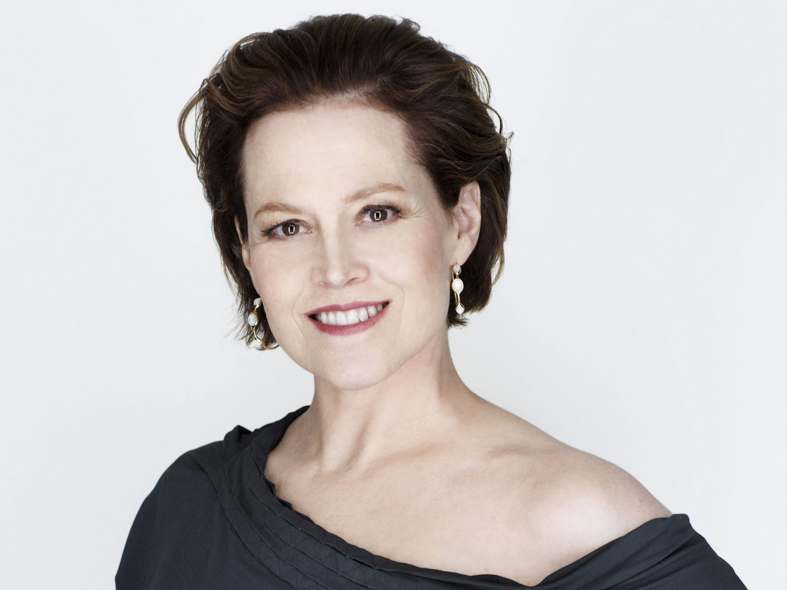 "The 68-year old daughter of father Sylvester ""Pat"" Laflin Weaver and mother  Elizabeth Inglis, 180 cm tall Sigourney Weaver in 2018 photo"