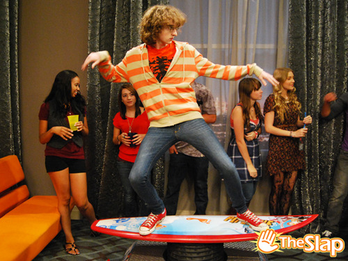 Fiesta con Victorious - [iCarly-Victorious]