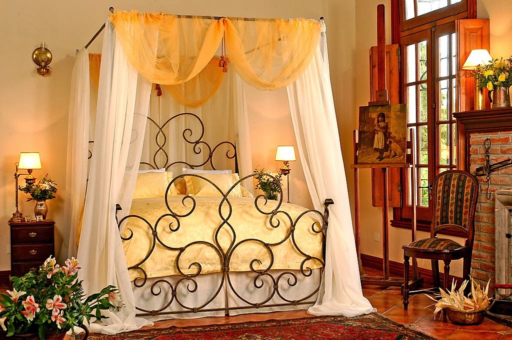 "La Rosa en el Viento."": I Love Vintage Iron Beds, and American"