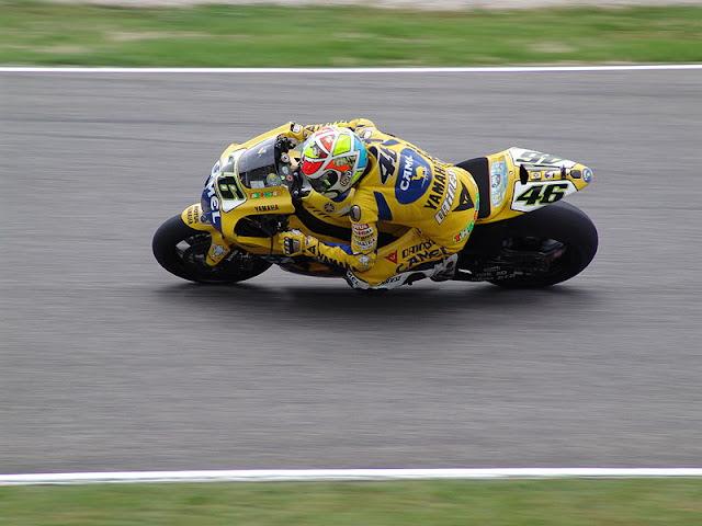 Gambar 6 - Foto Valentino Rossi di Moto GP 2006