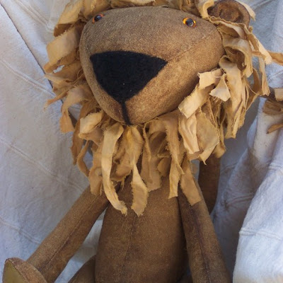 flossie limejuice folksy lion primitives toy