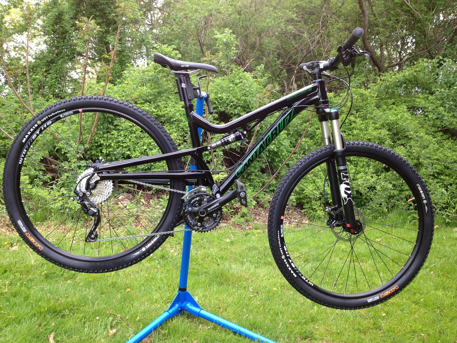 Cutting Edge Mountain Bikes: Santa Cruz Superlight 29