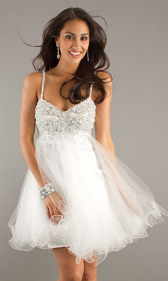 Prom hairstyles 2012: WHITE PROM DRESSES ARE ELEGANT AND STYLISH