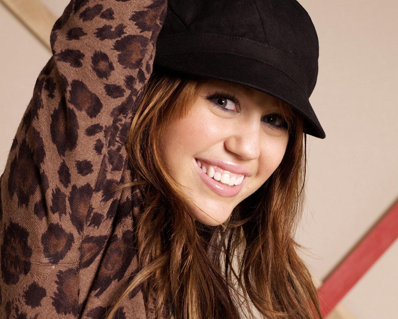 http://4.bp.blogspot.com/-JpMHYrZxOYk/T2Iq7D4fLTI/AAAAAAAAAL0/yUTCaNCbFGk/s1600/Miley%2BCyrus%2B4.jpg
