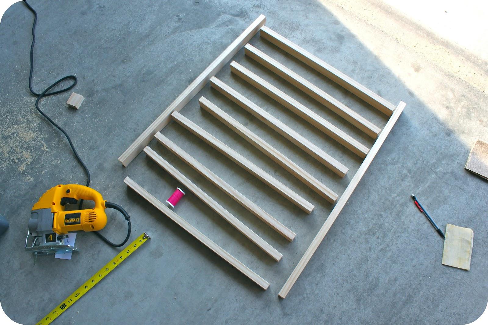Sewing Over Pins: Tutorial: DIY Thread Spool & Bobbin Storage