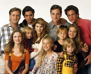 Para a felicidade de quem cresceu entre os anos 80 e 90, o seriado Três É Demais (Full House) está prestes a ganhar uma continuação com seu elenco original! A produção é do Netflix, que vai exibir pelo menos uma nova temporada inteira, mostrando como está a divertida família