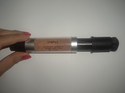 Natural Glamour Mineral Bronzer Applicator Protector Pushed Up