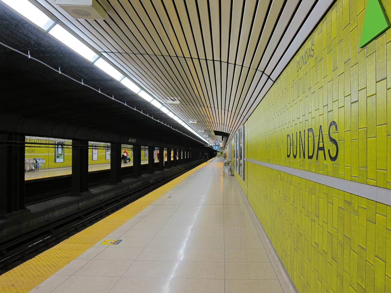 Dundas station platform view