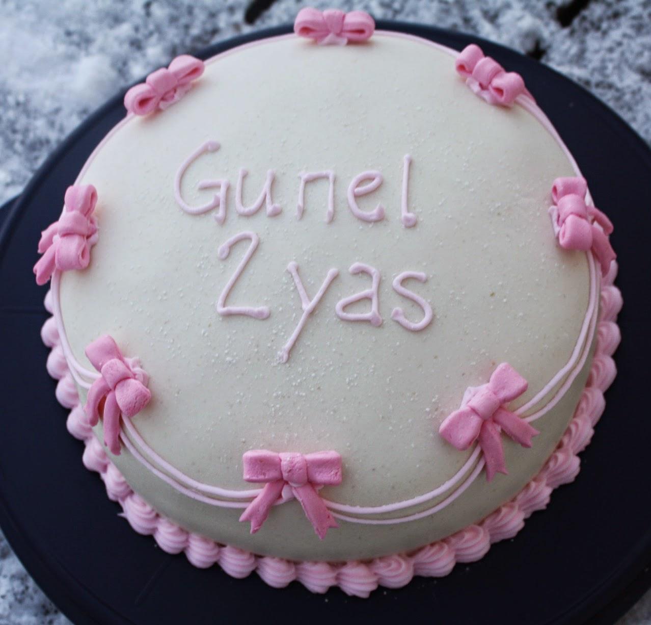 skriva på tårta med choklad