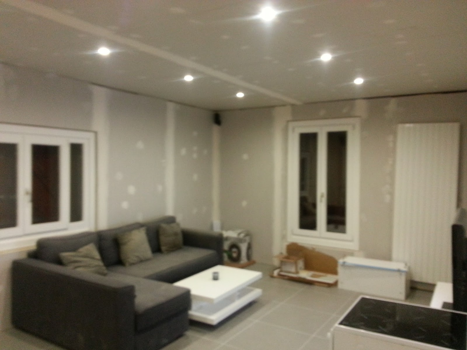 Luminaire encastrable faux plafond 600x600 grenoble cout for Decoration placoplatre salon