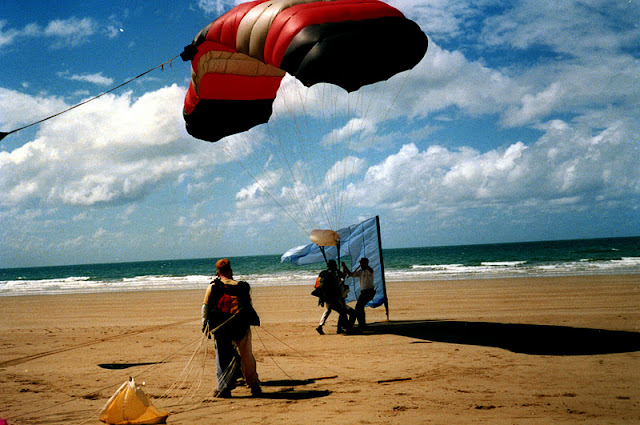 Sky diving en Mission Beach