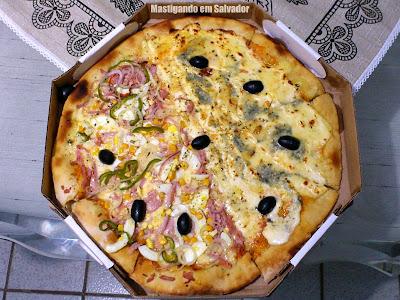 Ifood.com.br: A Pizza meia Portuguesa meia Quatro Queijos do Restaurante e Pizzaria Sabor a Lenha