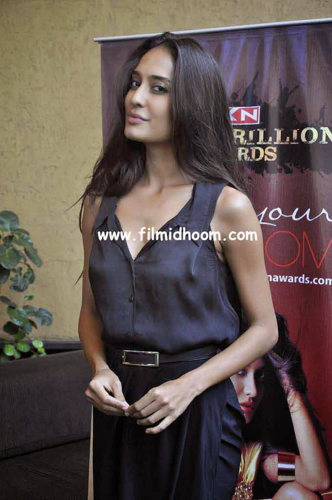 Lisa Haydon's hot pictures - photogallery.indiatimes.com