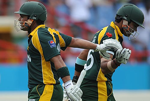 Wicketkeeper Kamran Akmal and his brothers Adnan and Umar have been    Umar Akmal And Kamran Akmal Are Brothers