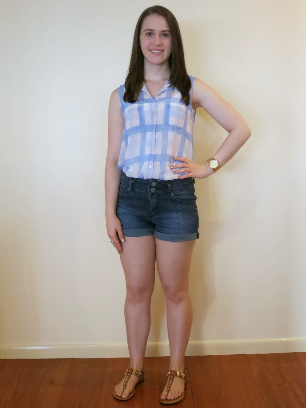 petite outfit, petite girl outfit, short girl outfit, checked sheer shirt, dark wash high waisted shorts, tan accessories, gold jewellery, summer outfit