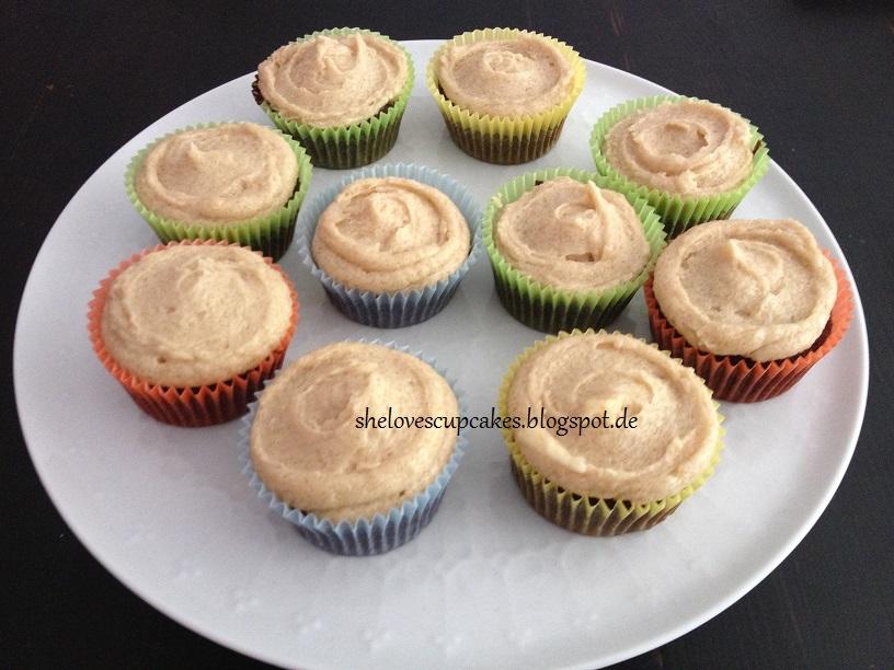 She loves cupcakes: Devil's Food Cupcakes mit Karamellbuttercreme