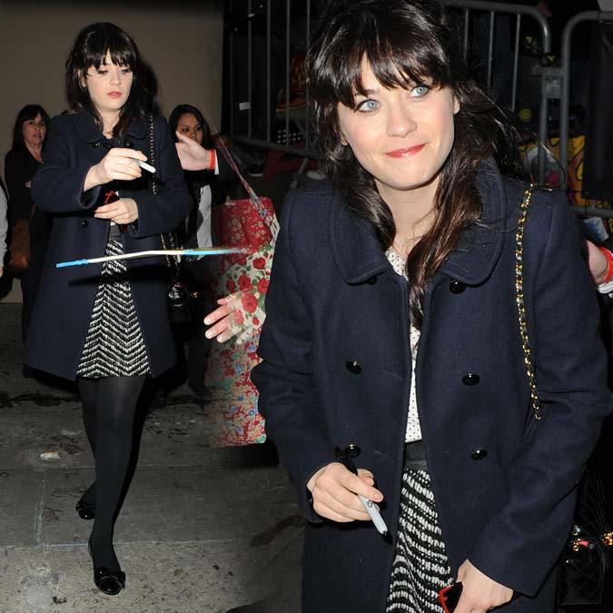 Fotos em HQ: Zooey Deschanel deixando estúdios do programa 'Jimmy Kimmel Live!', em Los Angeles - 27 de Março de 2012