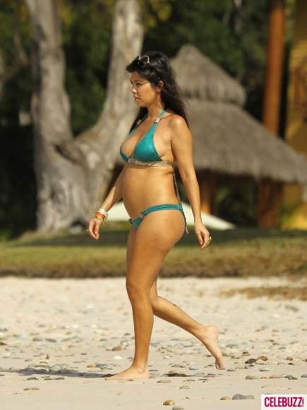 pregnant-kourtney-kardashian-bikini-2012 jpgKourtney Kardashian Bikini 2012